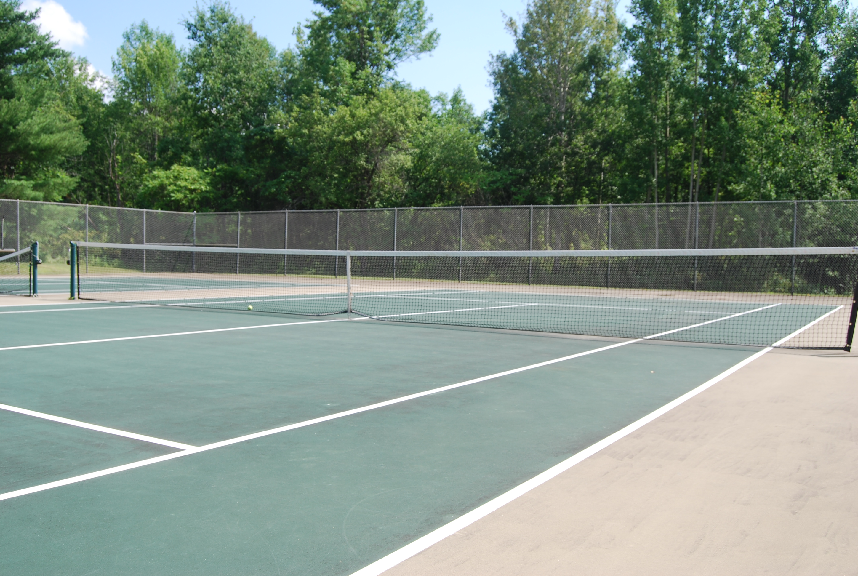 Private tennis courts at Lake George vacation cabin rental at Takundewide Cottages on Lake George