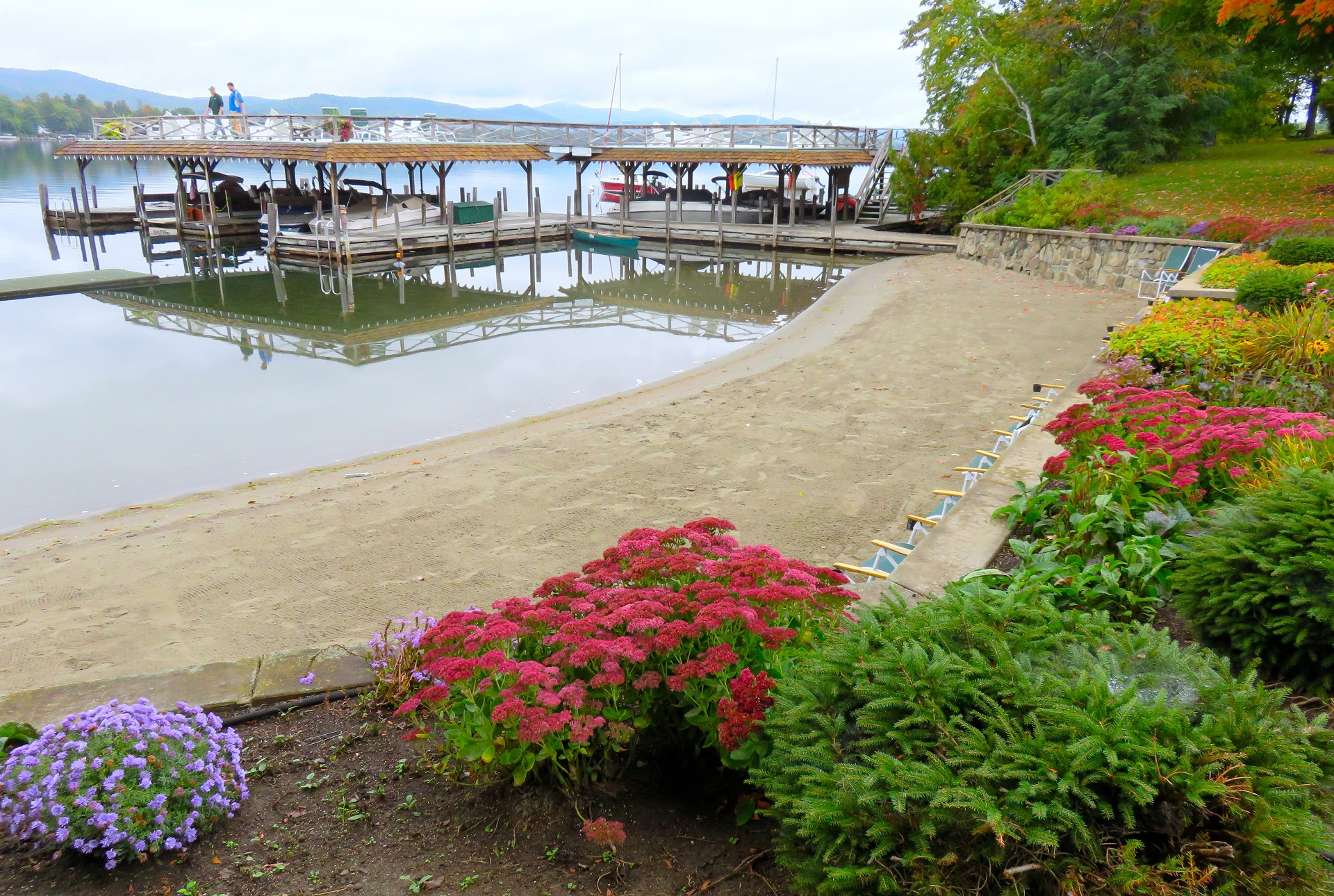 Lake George vacation cabin rental beach in Fall at Takundewide Cottages on Lake George