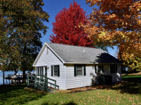 Takundewide Cottages Lakefront Cottage in Autumn