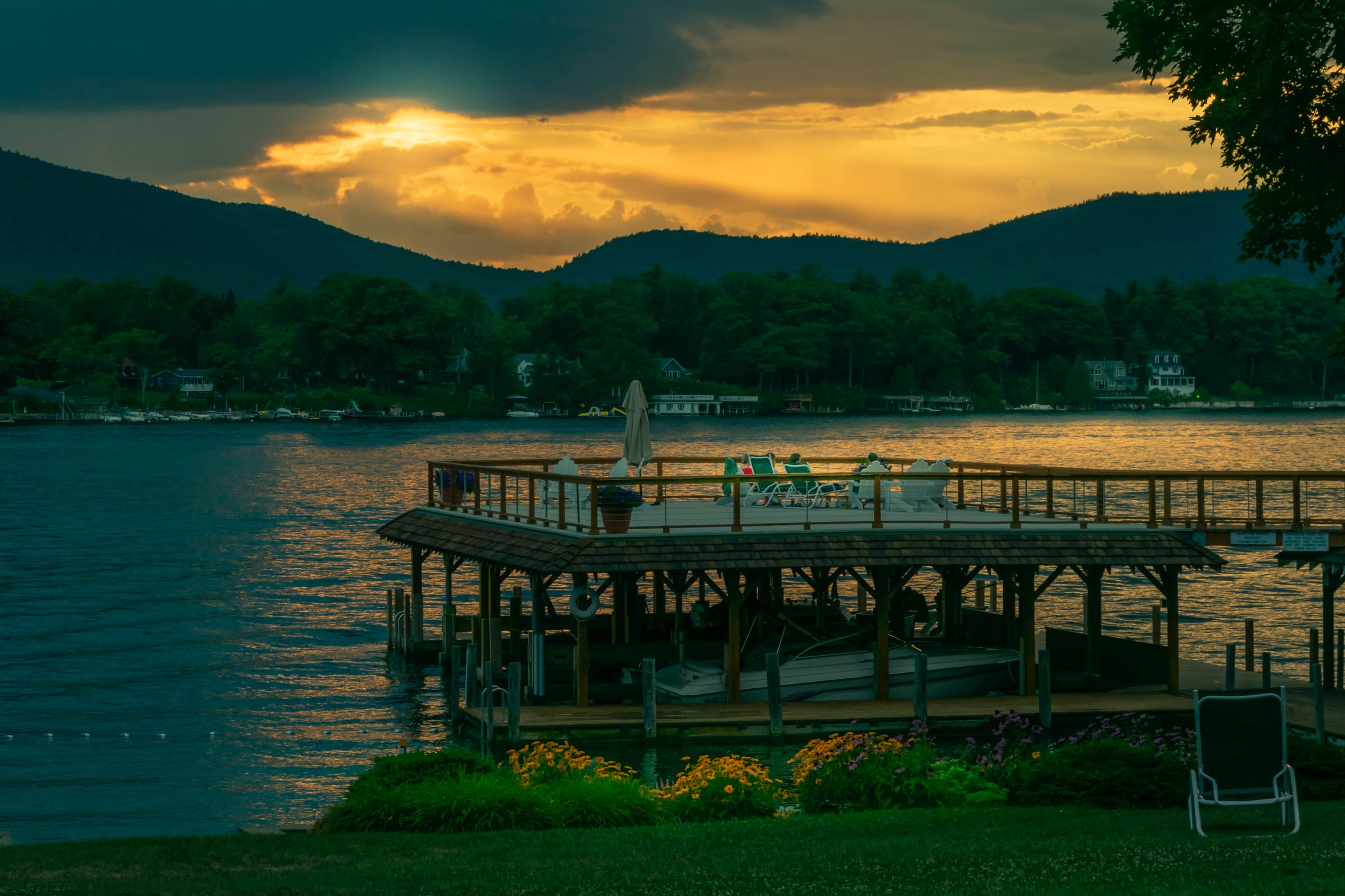 Lake George vacation cabin rental at Takundewide Cottages on Lake George spectacular sunsets