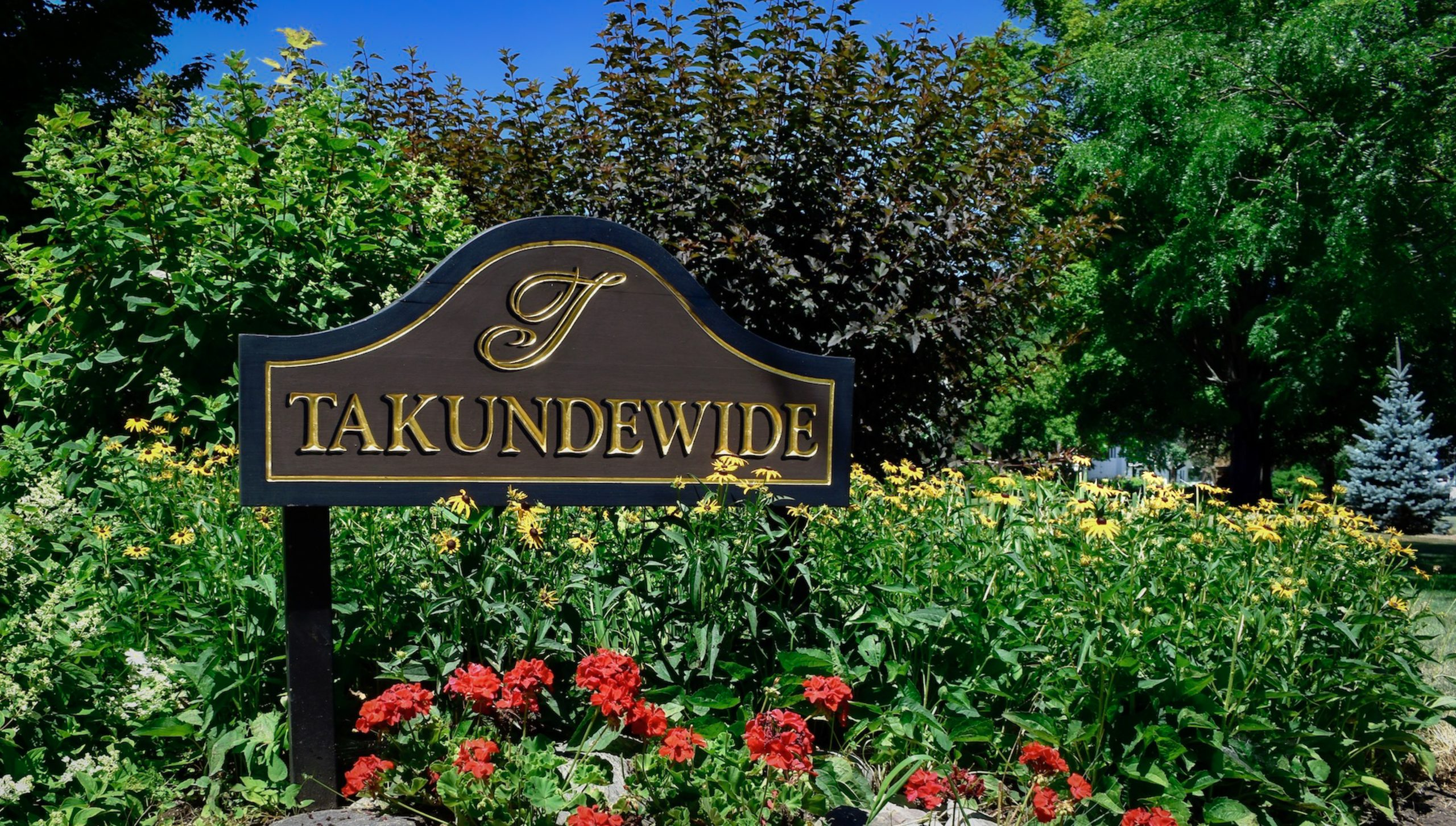 Takundewide Entrance Sign