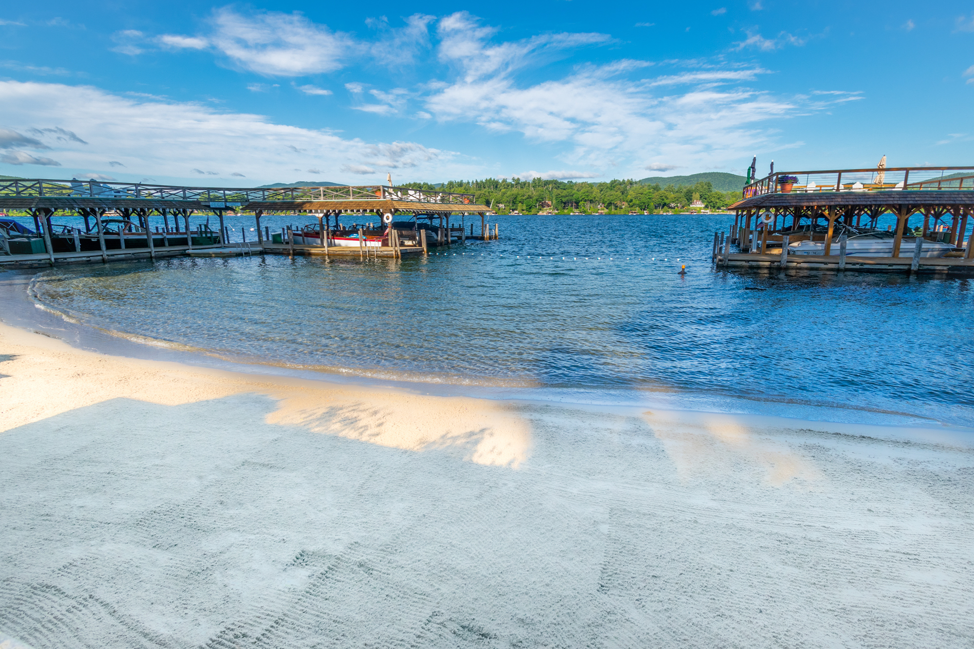 Lake George vacation cabin rentals with large sandy beach at Takundewide Cottages