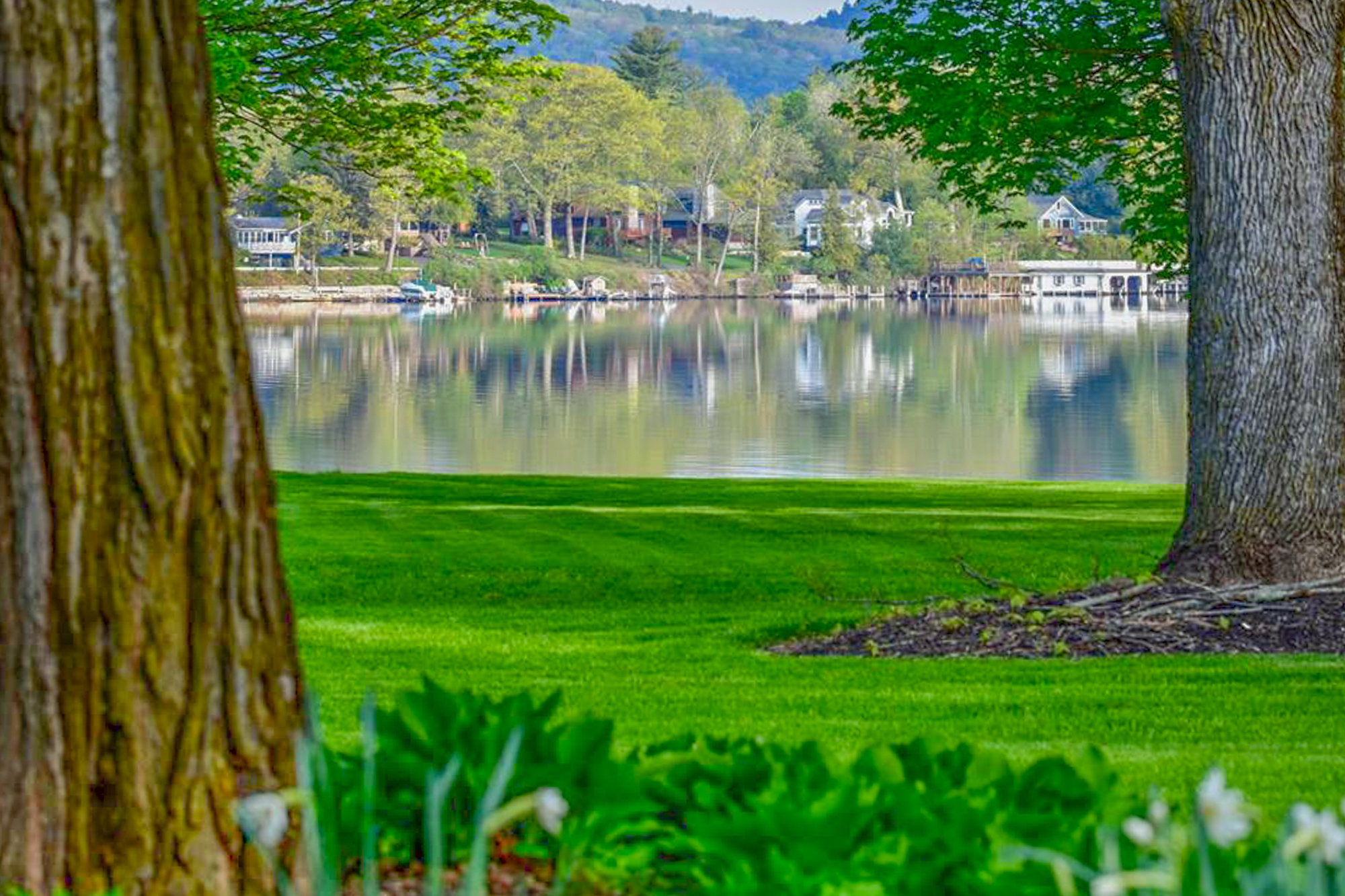Lake George vacation cabin rentals at Takundewide Cottages