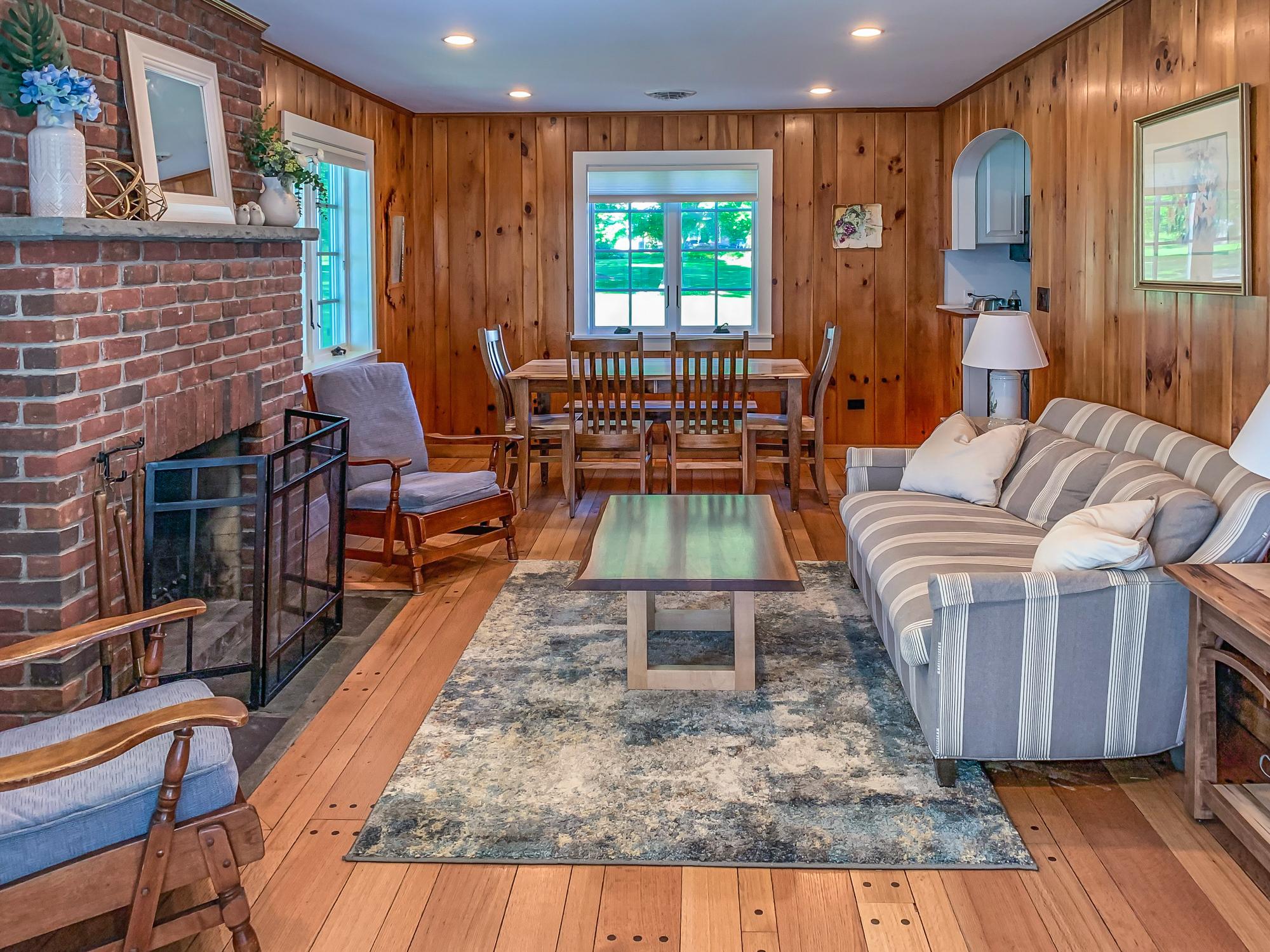 Takundewide Cottage #10 livingroomIMG_1228-2