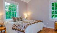 Takundewide Cottage #10 queen bedroom 3