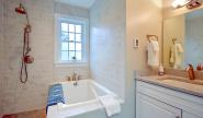 Takundewide Cottage #10 upstairs showerroom2