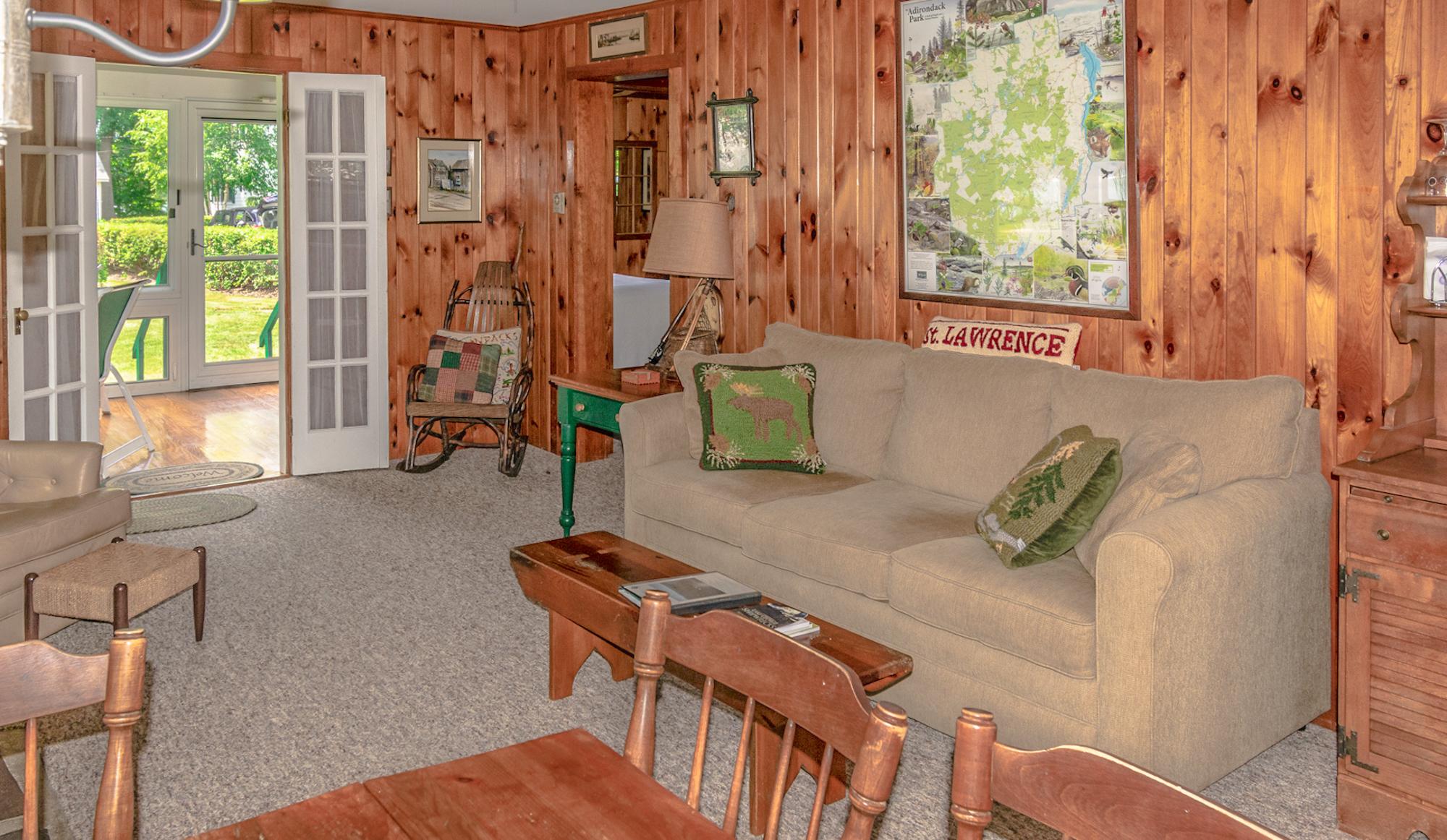 Takundewide Cottage #11 LivRoomJul2019DSC_0230