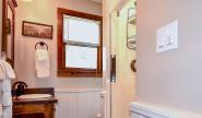 Takundewide Cottage #11 bathroomJul2019DSC_0638 2-2