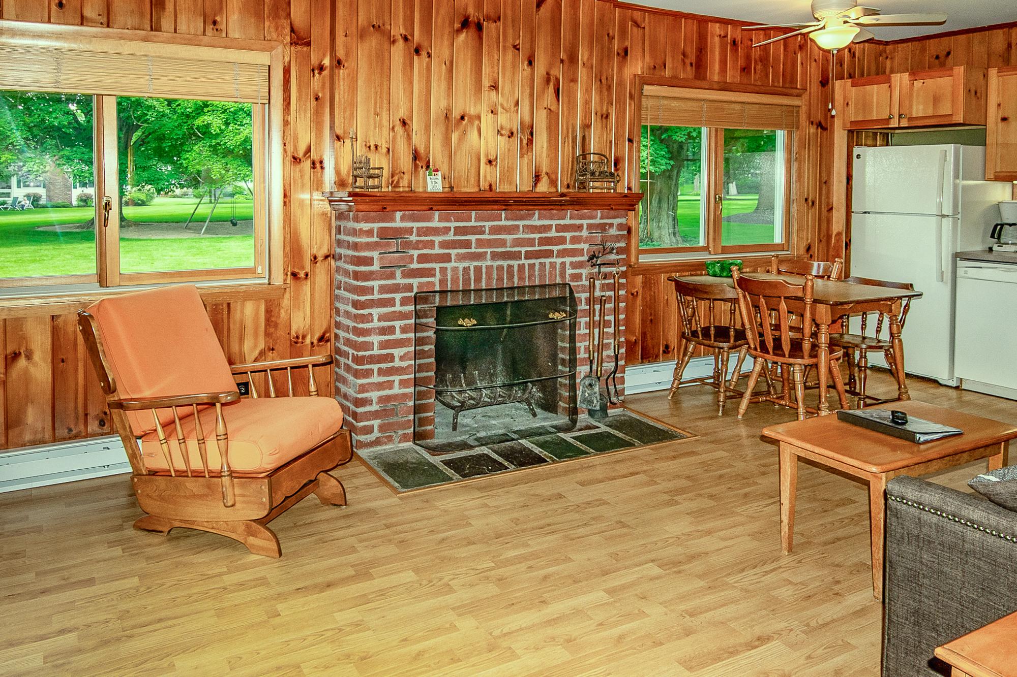 Takundewide Cottage #12 Livroom1Jul2019DSC_0407