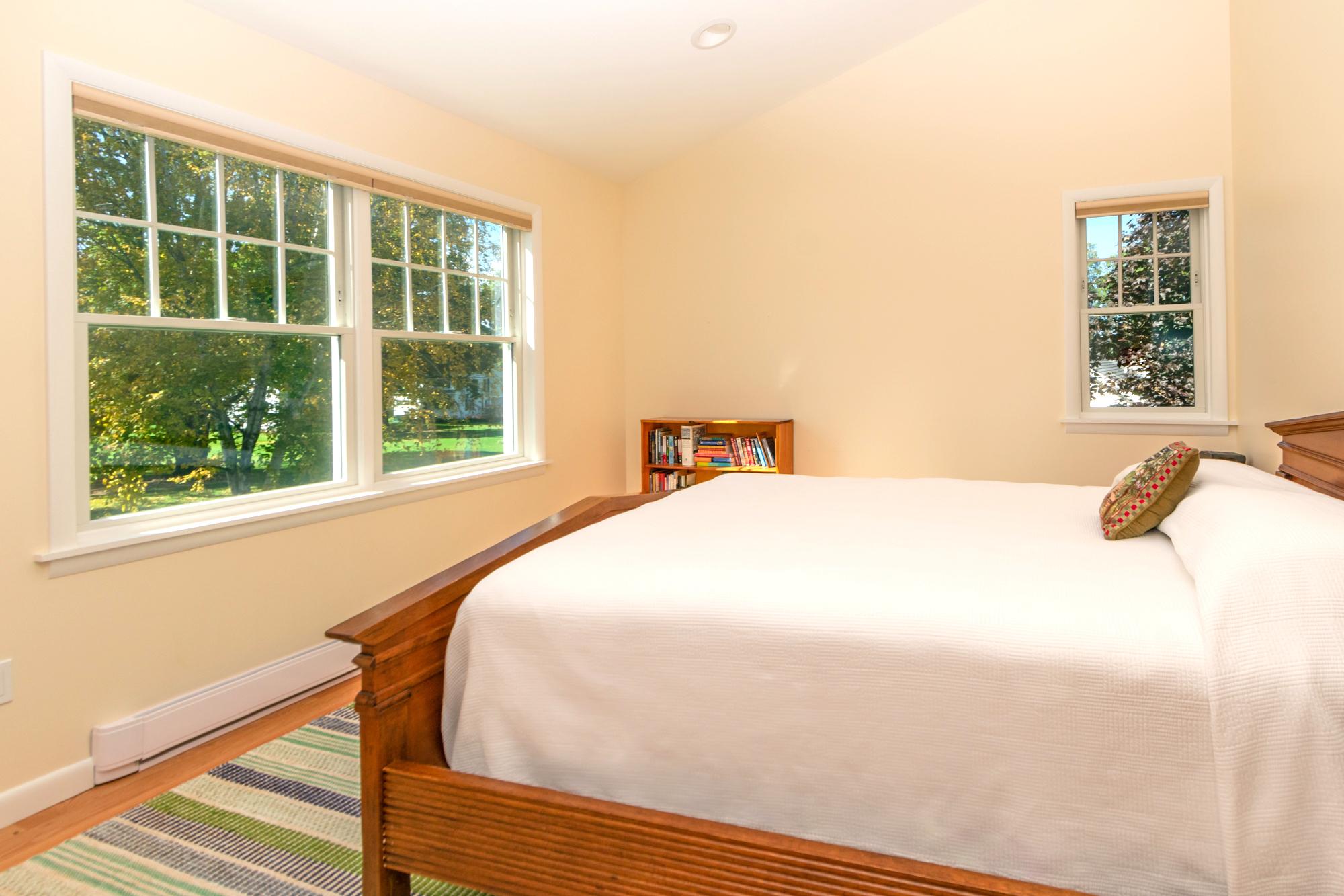Takundewide Cottage #13 Queen Bedroom