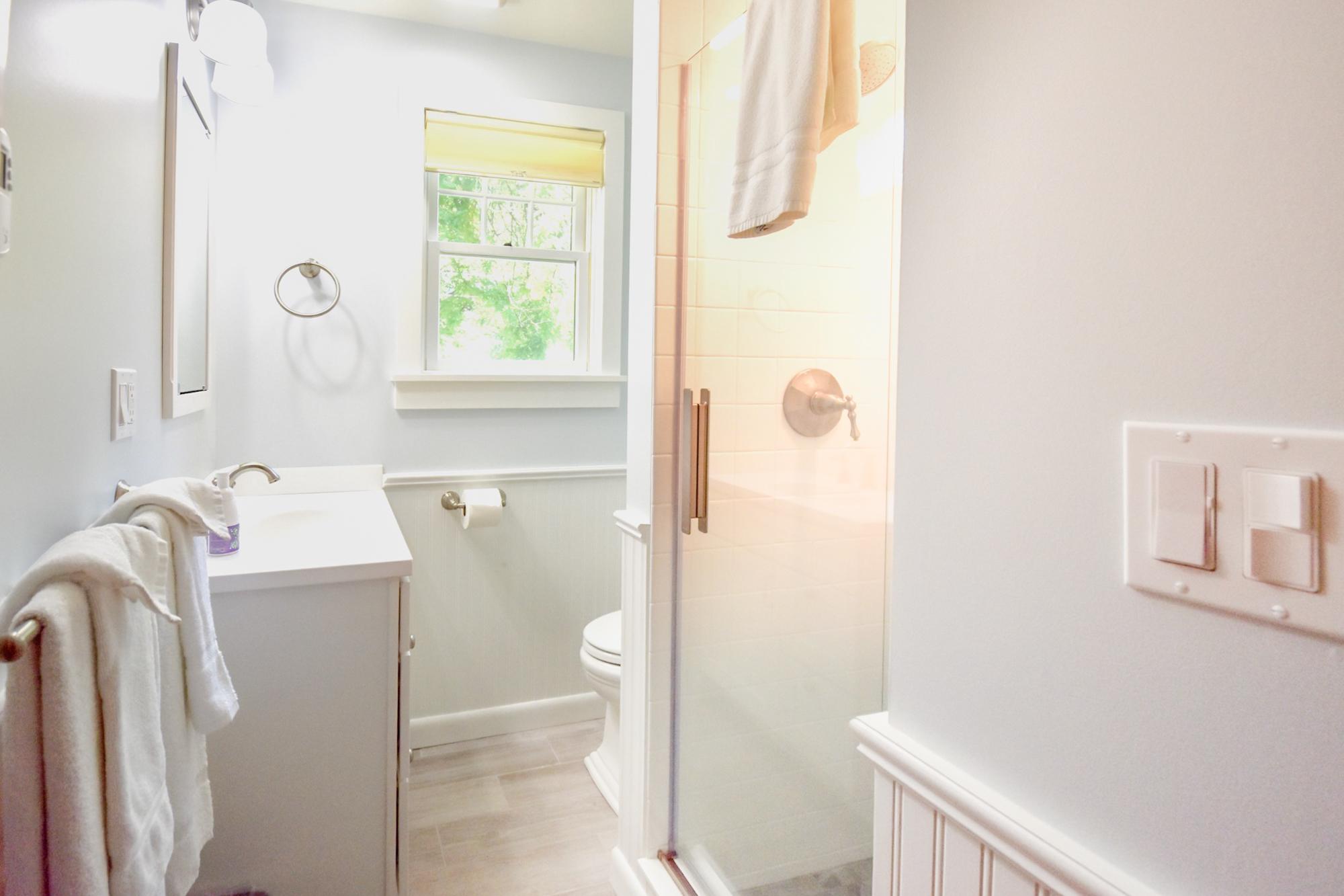 Takundewide Cottage #13 downstairs bathroom