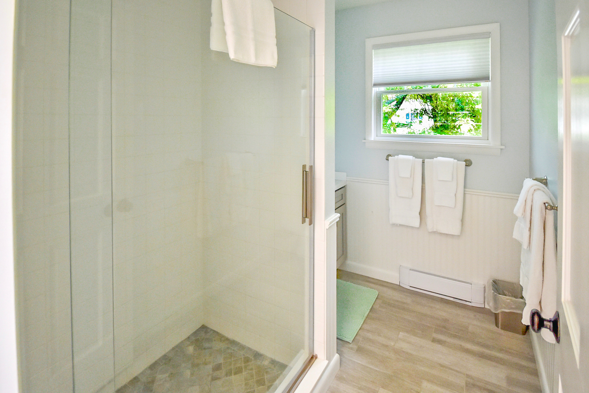 Takundewide Cottage #13 upstairs bathroom