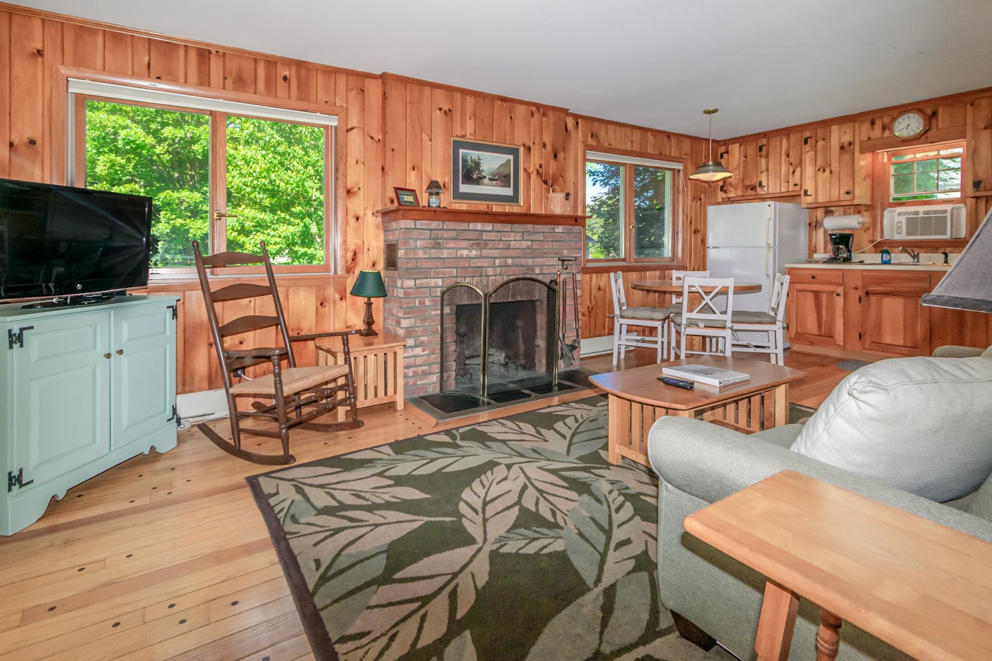 Takundewide Cottage #19 livingroomDSC_0207
