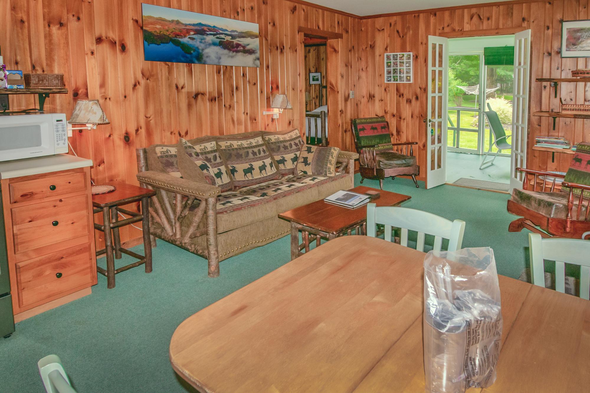 Takundewide Cottage #22 livroomJul2019DSC_0366