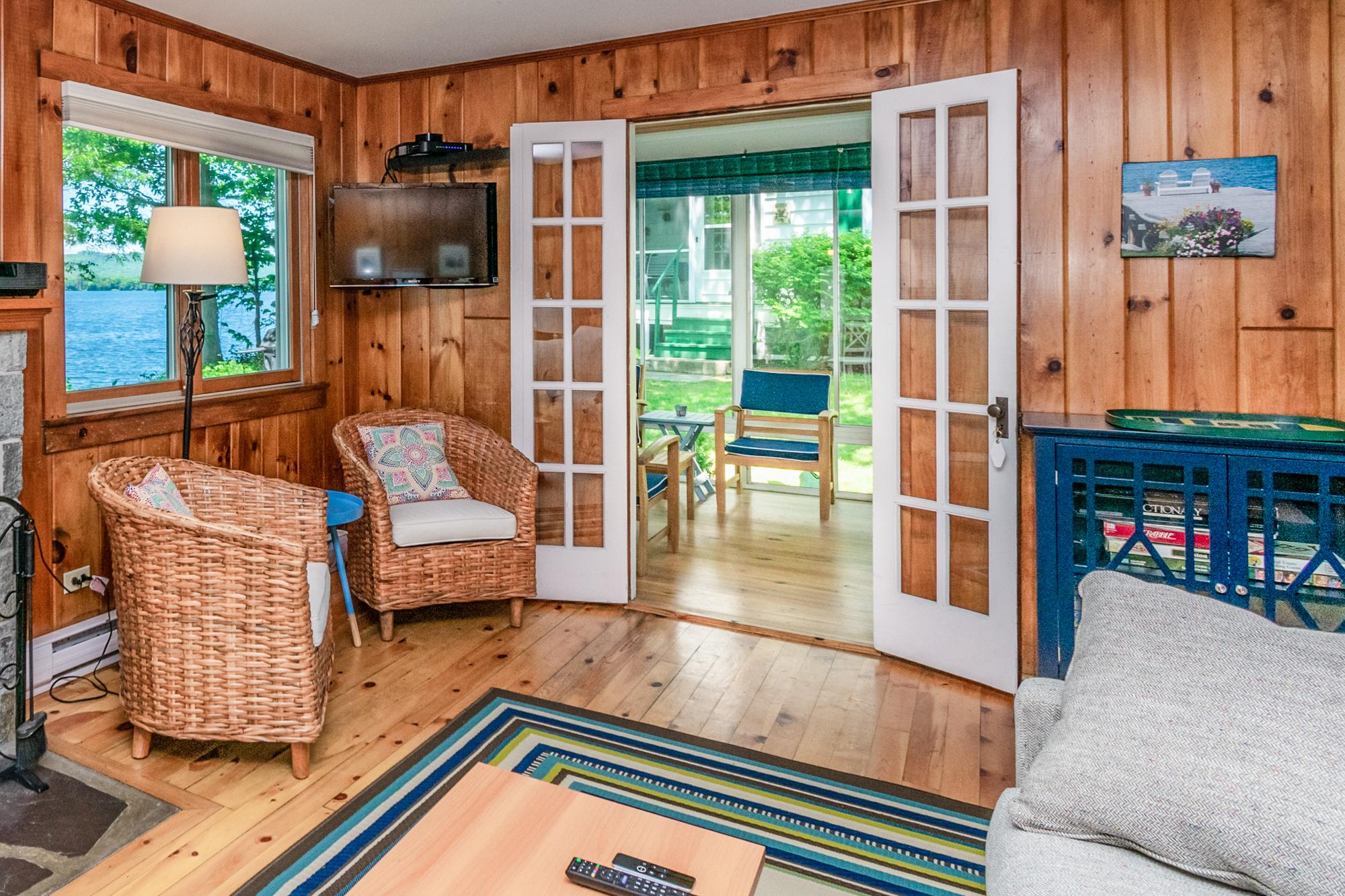 Takundewide Cottage #4 TV