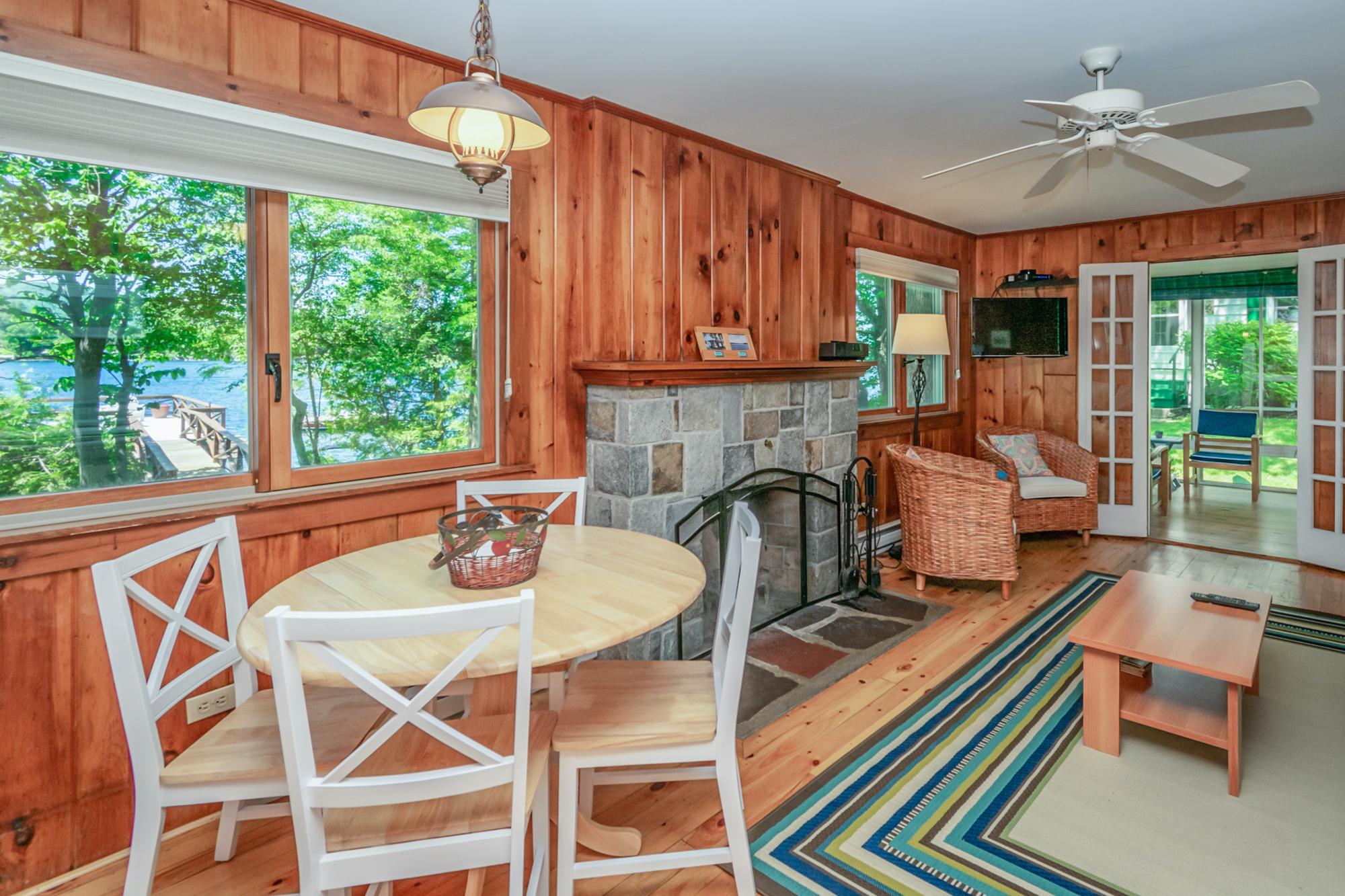 Takundewide Cottage #4 diningtable